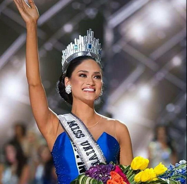 Miss Universe 2015 Pia Wurtzbach giving her royal wave