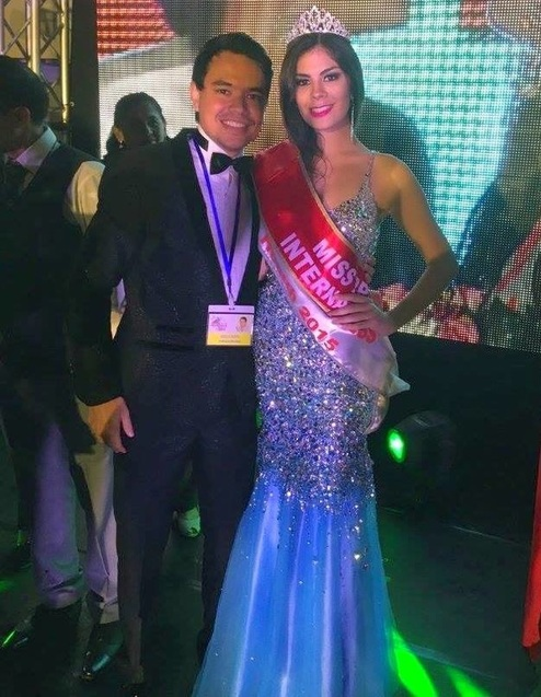 Liz Arevalos the grand winner  IS miss progress international 2015 with the national director