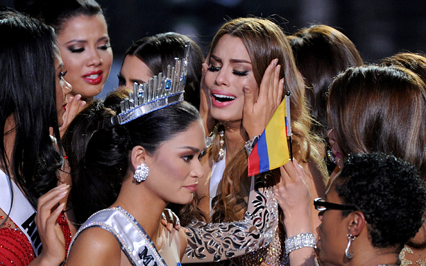 Miss Universe 2015  - Ariadna gurtierrez and Pia Wutzbach after the incident