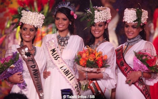 Vaimiti Teiefitu flanked by her runners up, miss Tahiti 2015vcandidate No. 6 Wayan Dedieu , 1st runner;   candidate No. 4  Oceane Duchemin was awarded the 2nd runner-up  position and candidate No. 10 , Heru Hang Shan, was awarded the title of Miss Heiva 2015.