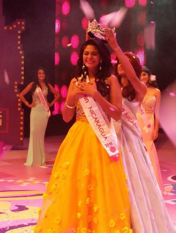 Sheynnis Palacios Miss Teen Nicaragua 2016 as she is crowned by out going queen Cindy Gutierrrez